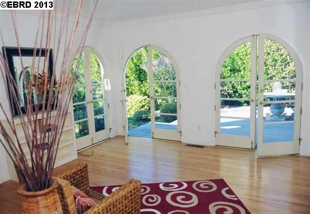 Additional photo for property listing at 85 CAMBRIDGE WAY  Piedmont, カリフォルニア 94611 アメリカ合衆国
