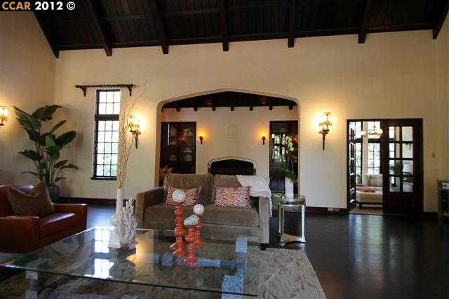 Additional photo for property listing at 999 SUNNYHILLS Road  Oakland, Californie 94610 États-Unis