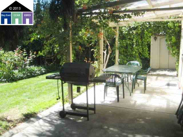 Additional photo for property listing at 4433 TOMPKINS Avenue  Oakland, California 94619 United States