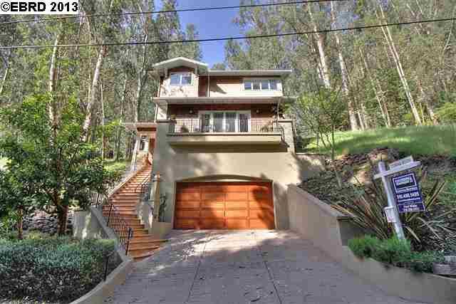 Casa Unifamiliar por un Venta en 6859 The Turn Oakland, California 94611 Estados Unidos
