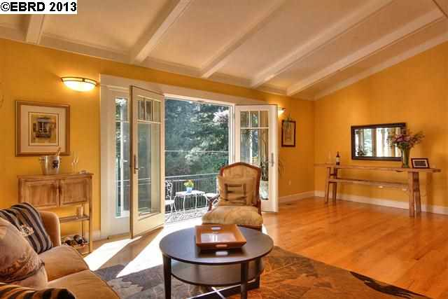 Additional photo for property listing at 6859 The Turn  Oakland, California 94611 Estados Unidos
