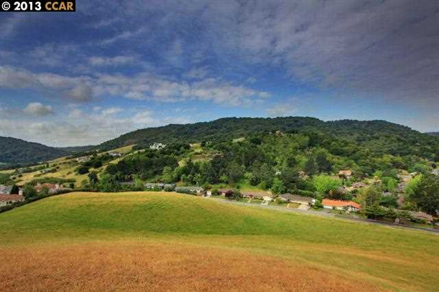 Additional photo for property listing at 1211 Camino Pablo 1211 Camino Pablo Moraga, Californie 94556 États-Unis