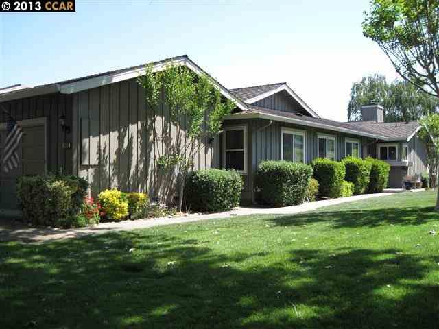 واحد منزل الأسرة للـ Sale في 1900 Saint George Road Danville, California 94526 United States