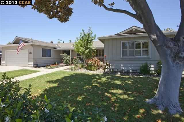 واحد منزل الأسرة للـ Sale في 1721 FAIRWOOD Drive Concord, California 94521 United States