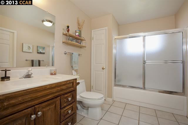 Additional photo for property listing at 1721 FAIRWOOD Drive  Concord, Californie 94521 États-Unis