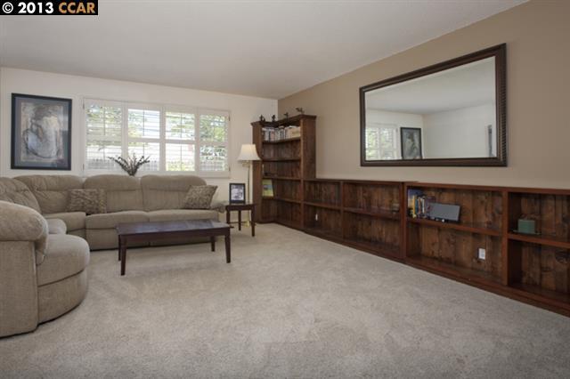 Casa Unifamiliar por un Venta en 1721 FAIRWOOD Drive Concord, California 94521 Estados Unidos