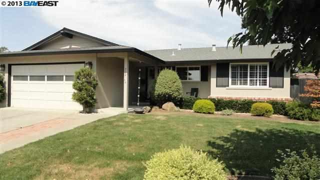 Частный односемейный дом для того Продажа на 702 CATALINA Drive Livermore, Калифорния 94550 Соединенные Штаты