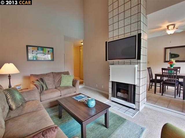 Additional photo for property listing at 2560 WALNUT BLVD  Walnut Creek, 加利福尼亞州 94596 美國