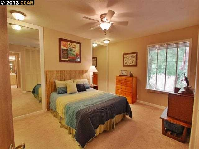 Additional photo for property listing at 2560 WALNUT BLVD  Walnut Creek, Californie 94596 États-Unis