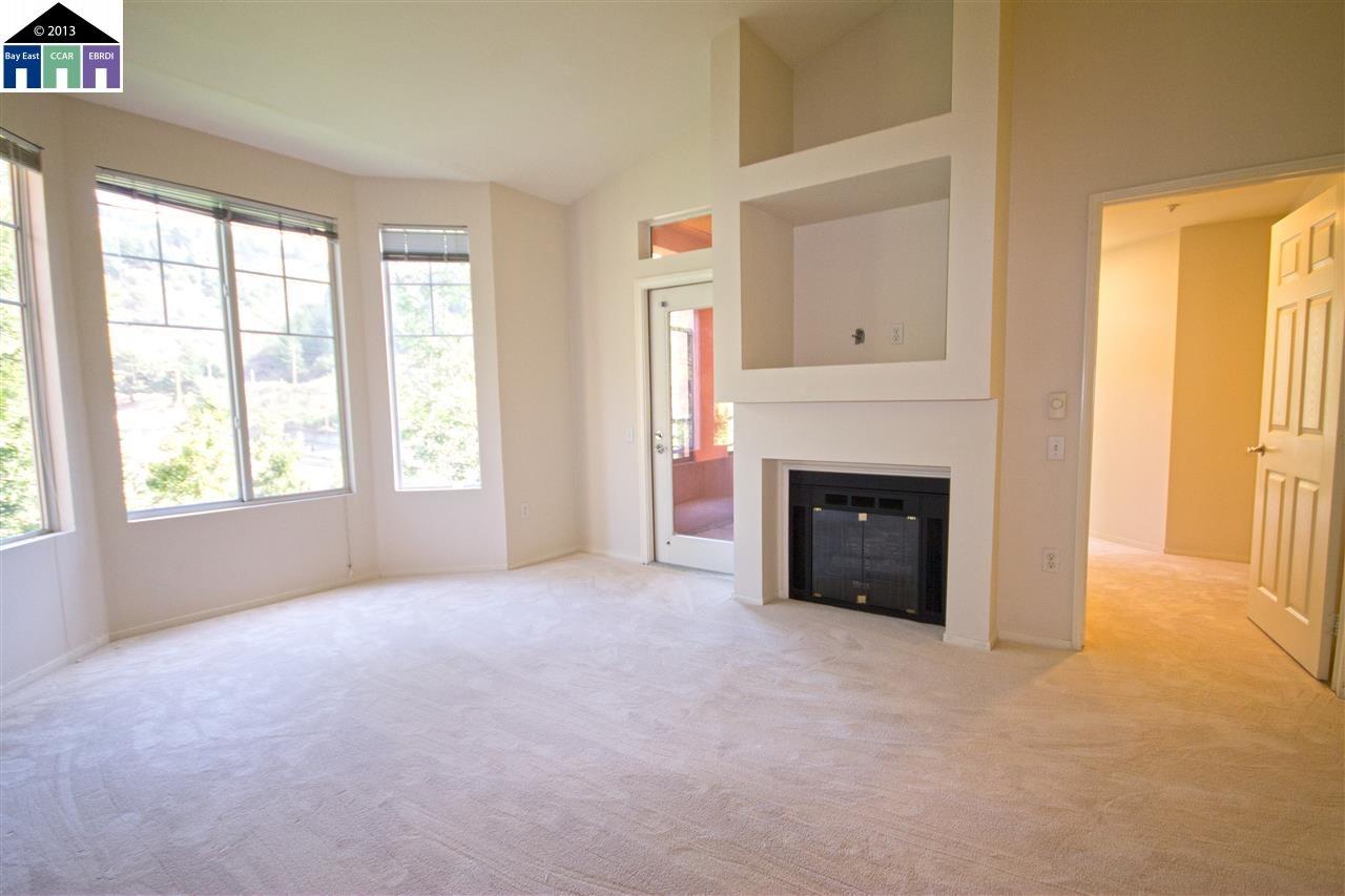 Maison unifamiliale pour l Vente à 320 CALDECOTT Lane Oakland, Californie 94618 États-Unis