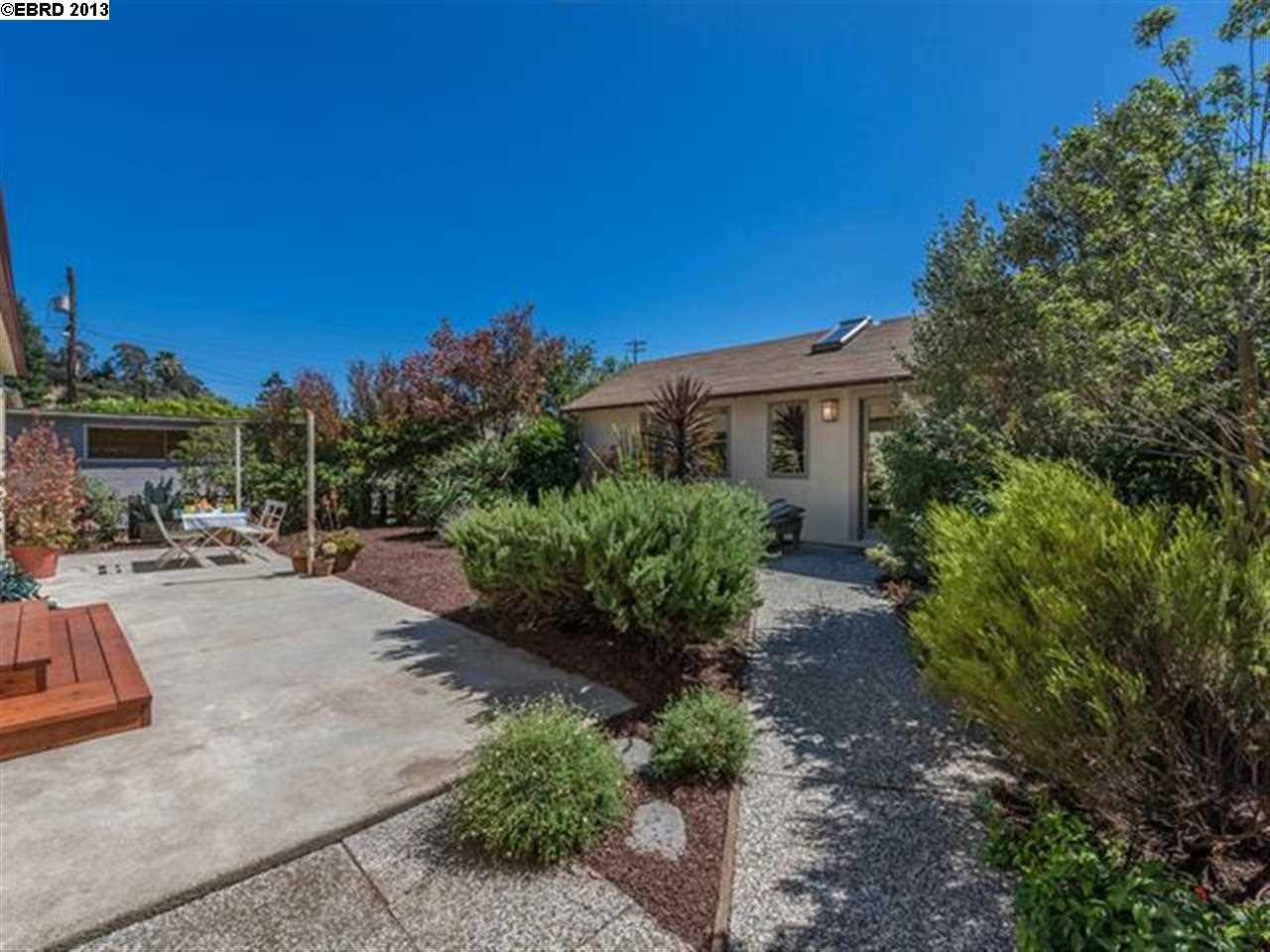 Additional photo for property listing at 7963 Sanford Street  Oakland, Californie 94605 États-Unis