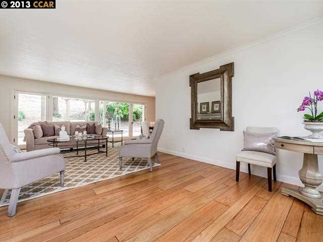 Additional photo for property listing at 210 Moraga Way  Orinda, Californie 94563 États-Unis