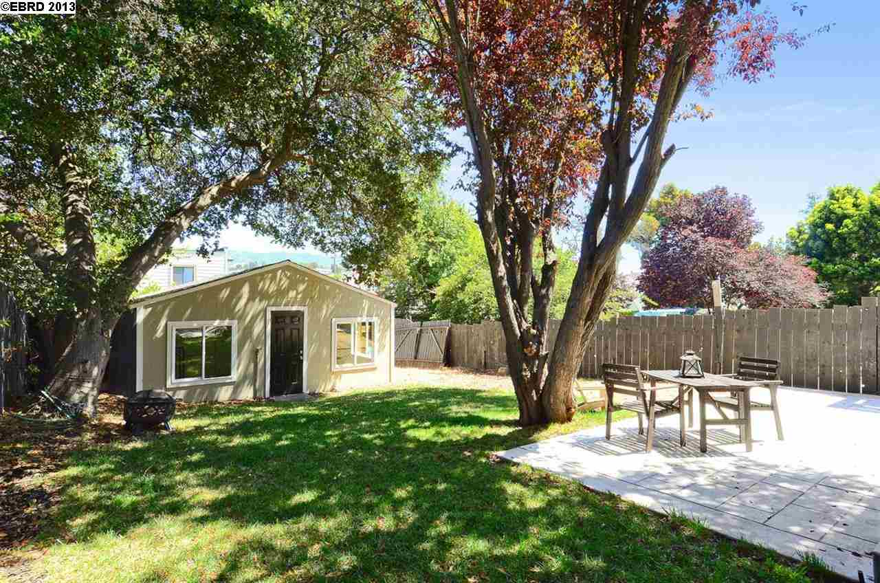 Additional photo for property listing at 2228 E 20th  Oakland, Californie 94606 États-Unis