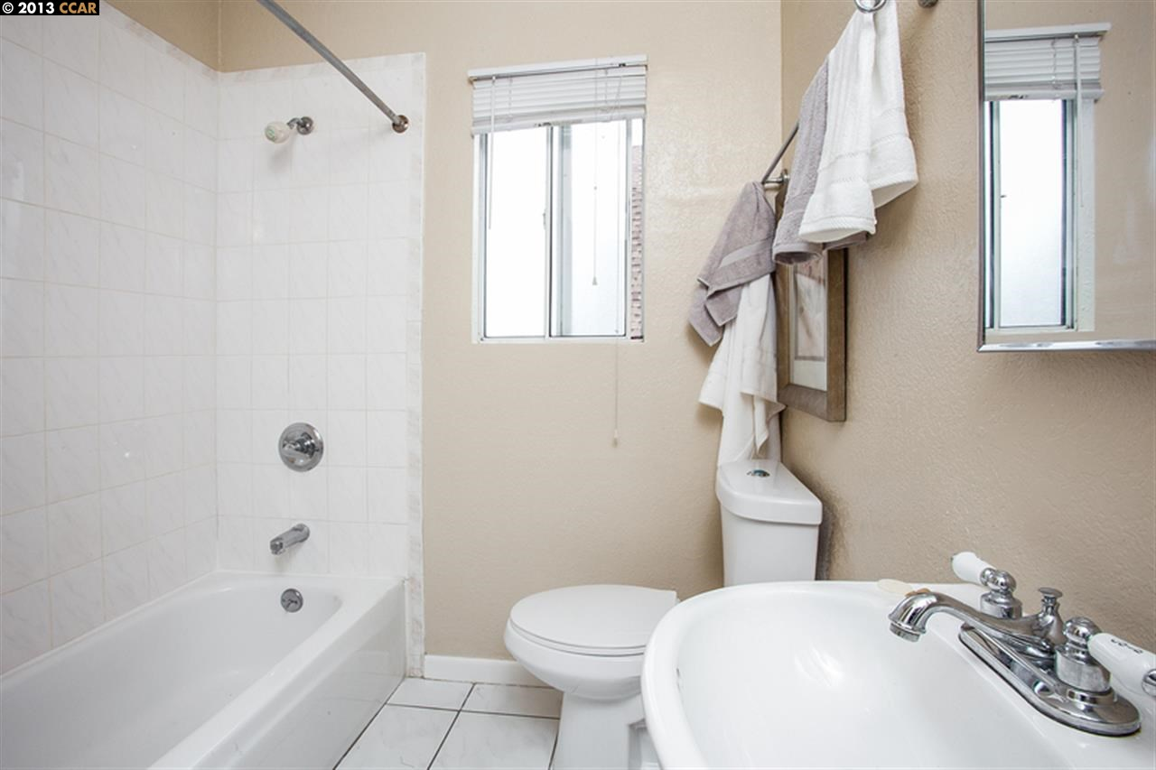 Additional photo for property listing at 804 57TH Street  Oakland, California 94608 United States