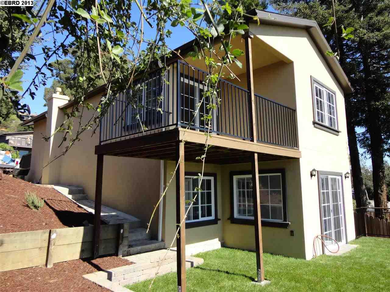 Maison unifamiliale pour l Vente à 7907 Michigan Avenue Oakland, Californie 94605 États-Unis
