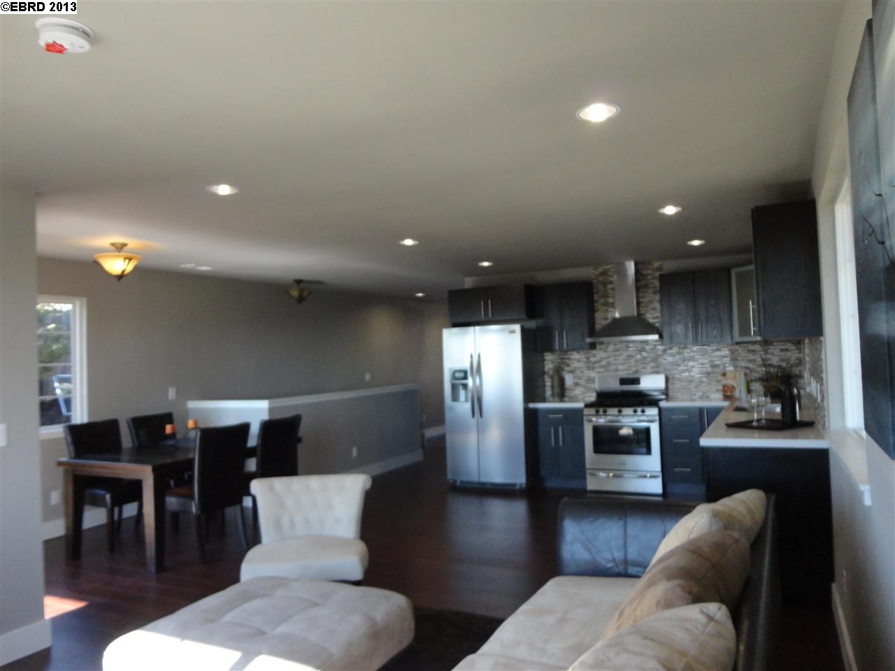 Additional photo for property listing at 7907 Michigan Avenue  Oakland, Californie 94605 États-Unis