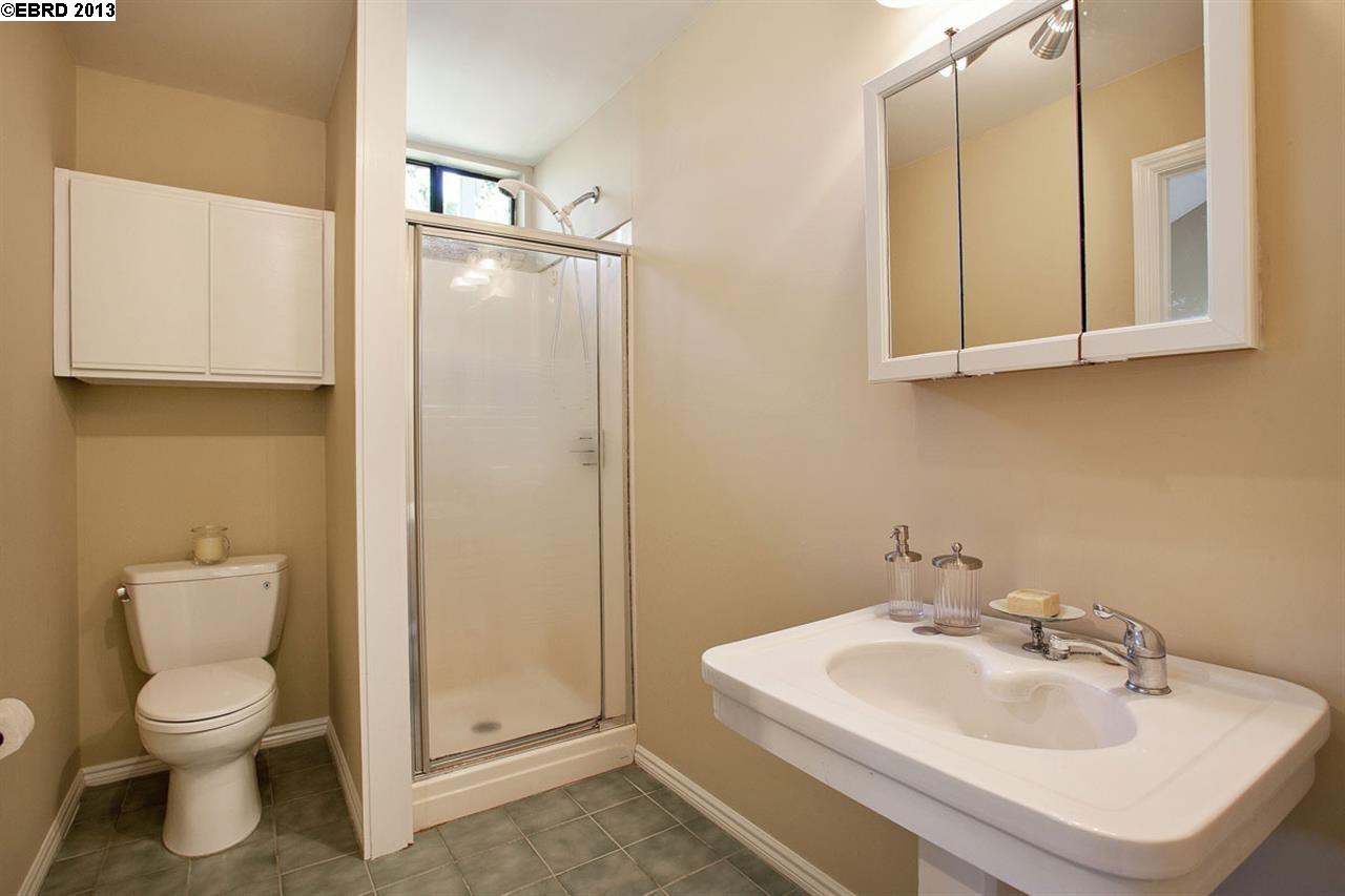 Additional photo for property listing at 1025 WALKER AVENUE  Oakland, Californie 94610 États-Unis