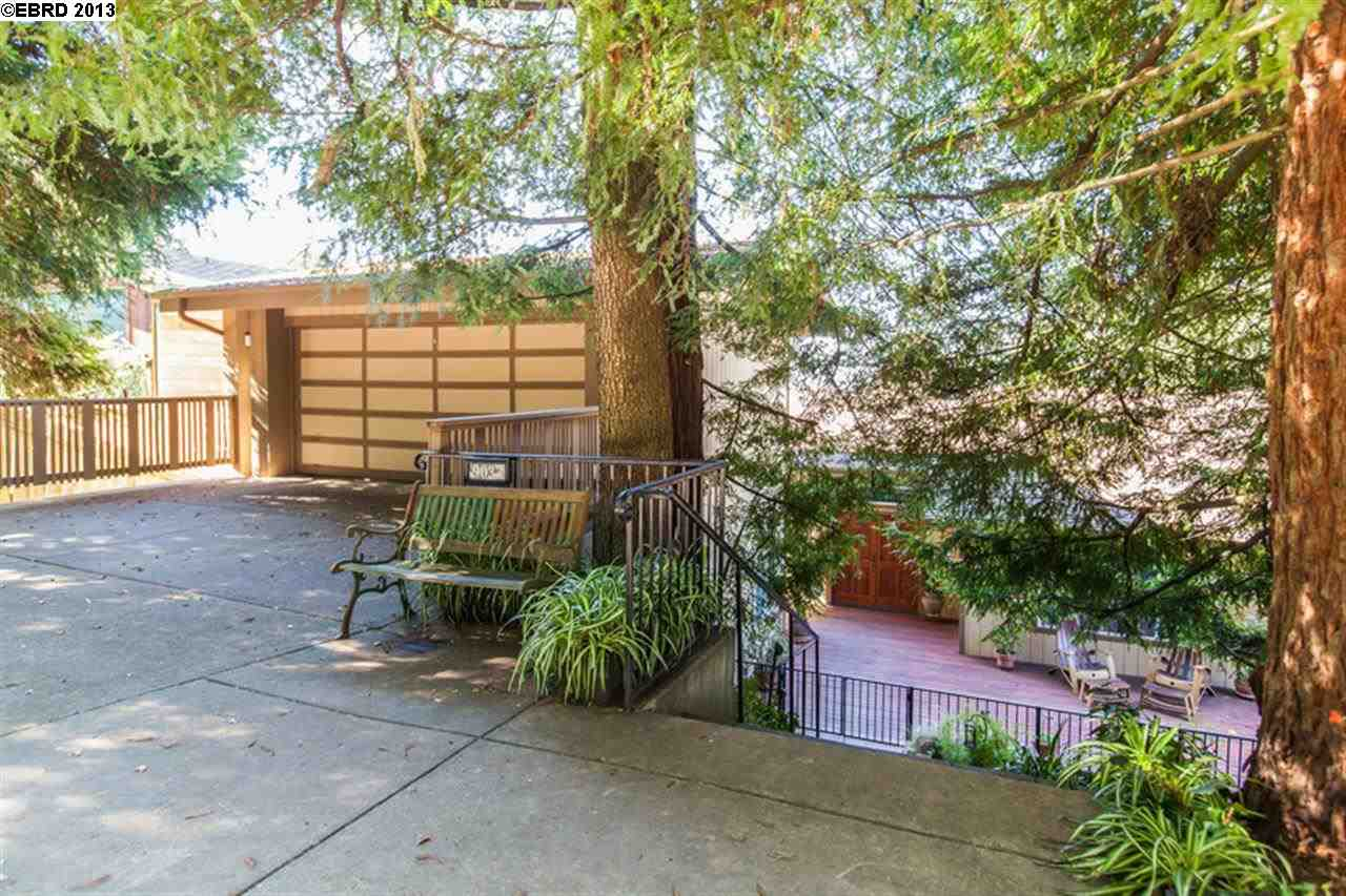 Casa Unifamiliar por un Venta en 9033 SKYLINE BLVD Oakland, California 94611 Estados Unidos