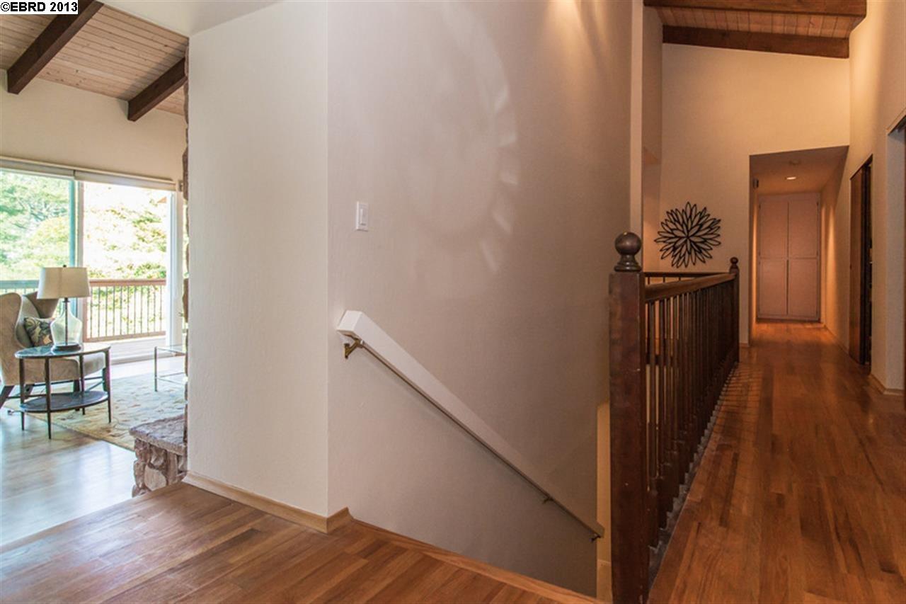 Additional photo for property listing at 9033 SKYLINE BLVD  Oakland, California 94611 Estados Unidos