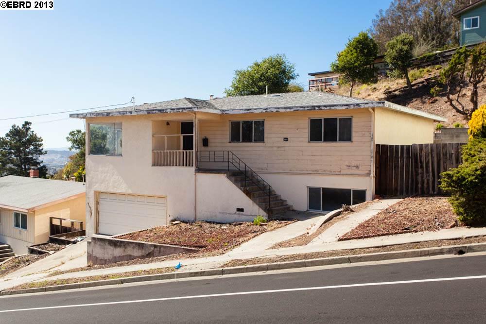 Casa Unifamiliar por un Venta en 7435 POTRERO Avenue El Cerrito, California 94530 Estados Unidos