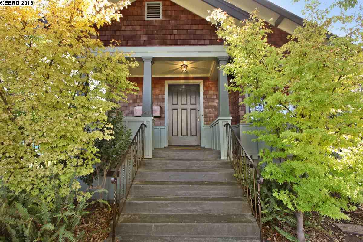 Maison avec plusieurs logements pour l Vente à 1412 66TH Street Berkeley, Californie 94702 États-Unis