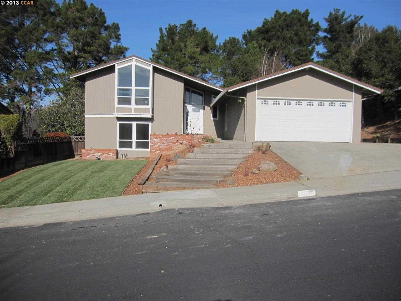 واحد منزل الأسرة للـ Sale في 2637 ALHAMBRA WAY Pinole, California 94564 United States