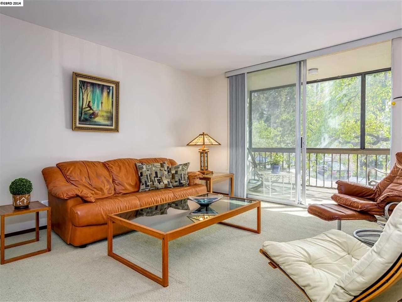 Casa Unifamiliar por un Venta en 250 Whitmore Street Oakland, California 94611 Estados Unidos