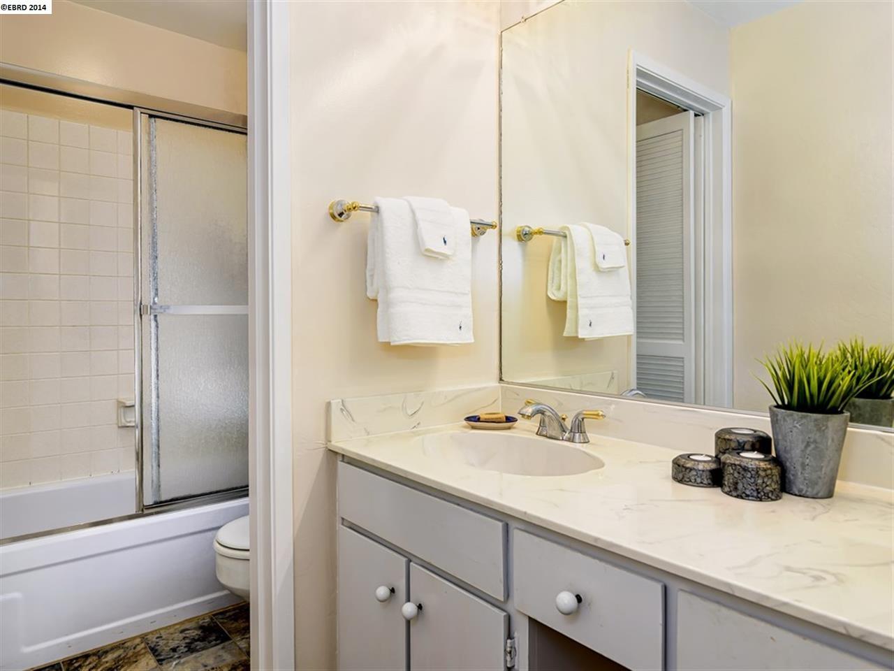 Additional photo for property listing at 250 Whitmore Street  Oakland, California 94611 Estados Unidos