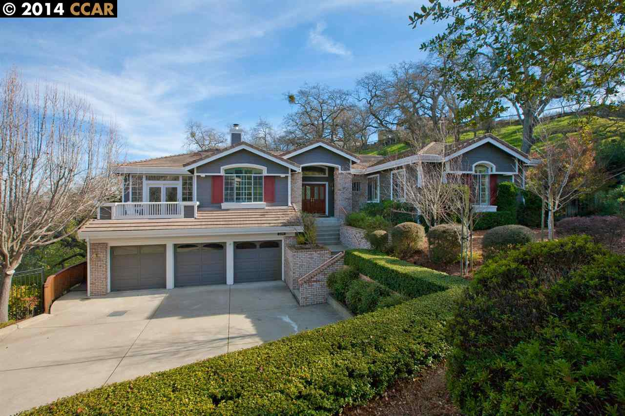 واحد منزل الأسرة للـ Sale في 2199 HIDDEN POND Road Lafayette, California 94549 United States