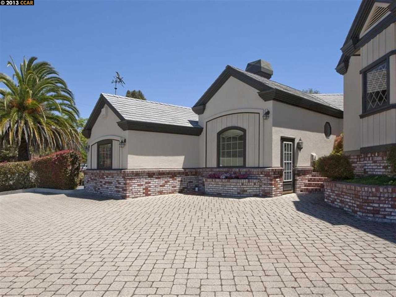 Additional photo for property listing at 1105 Garin  Hayward, Californie 94544 États-Unis