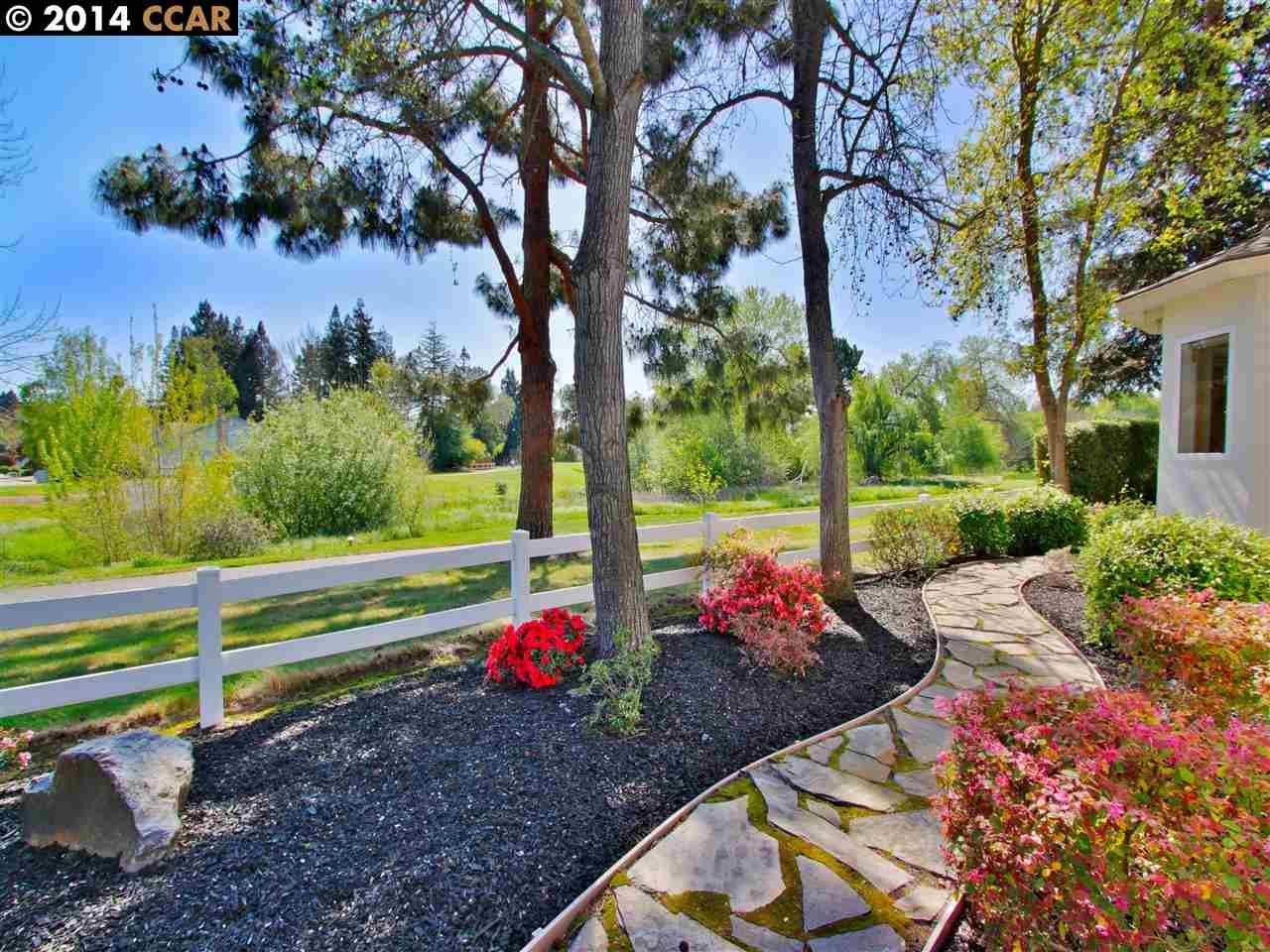 Maison unifamiliale pour l Vente à 598 EL CAPITAN Drive Danville, Californie 94526 États-Unis