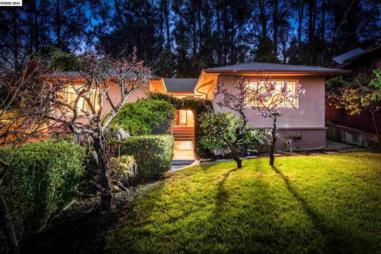 واحد منزل الأسرة للـ Sale في 69 KINGSTON Road Kensington, California 94707 United States