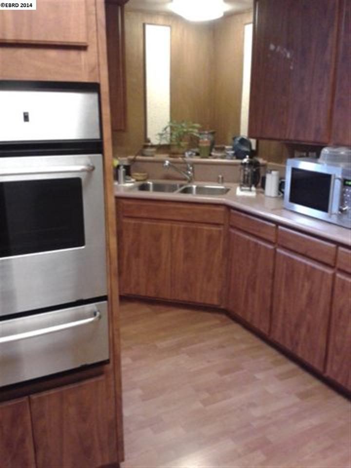Additional photo for property listing at 2368 E 22nd Street  Oakland, California 94601 Estados Unidos