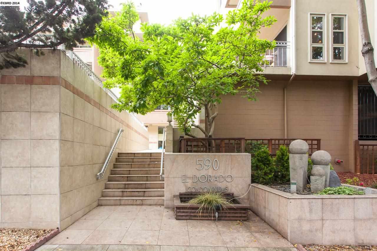 Частный односемейный дом для того Продажа на 590 El Dorado Oakland, Калифорния 94611 Соединенные Штаты