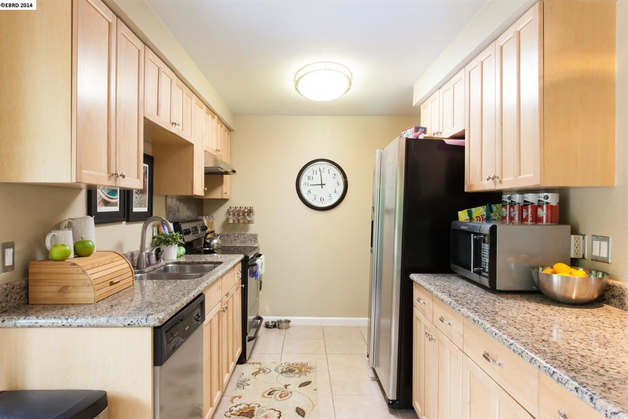Additional photo for property listing at 590 El Dorado  Oakland, Калифорния 94611 Соединенные Штаты
