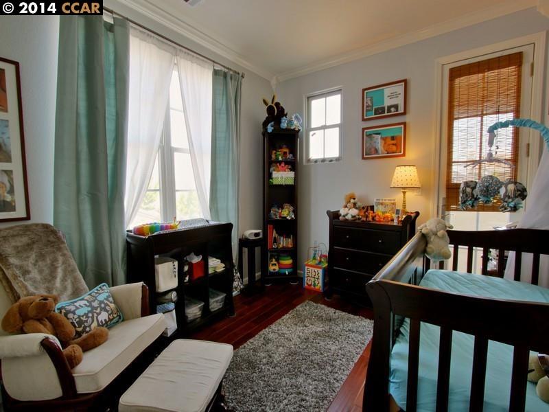 Additional photo for property listing at 410 Hollister Avenue  Alameda, Kalifornien 94501 Vereinigte Staaten