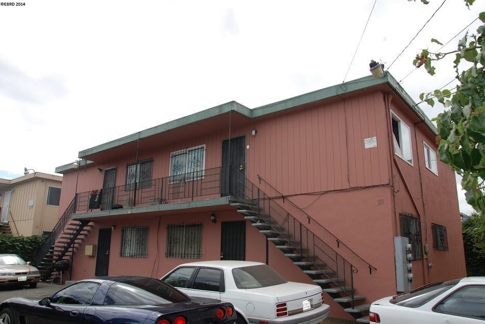 متعددة للعائلات الرئيسية للـ Sale في 10558 TOPANGA Drive Oakland, California 94603 United States