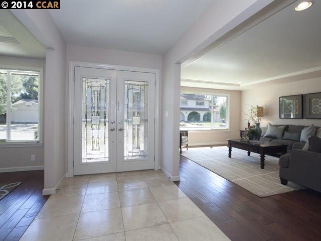 Casa Unifamiliar por un Venta en 2070 BANBURY Road Walnut Creek, California 94598 Estados Unidos