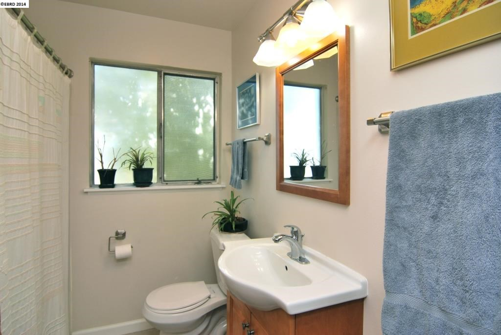 Additional photo for property listing at 4052 Lincoln  Oakland, Kalifornien 94602 Vereinigte Staaten