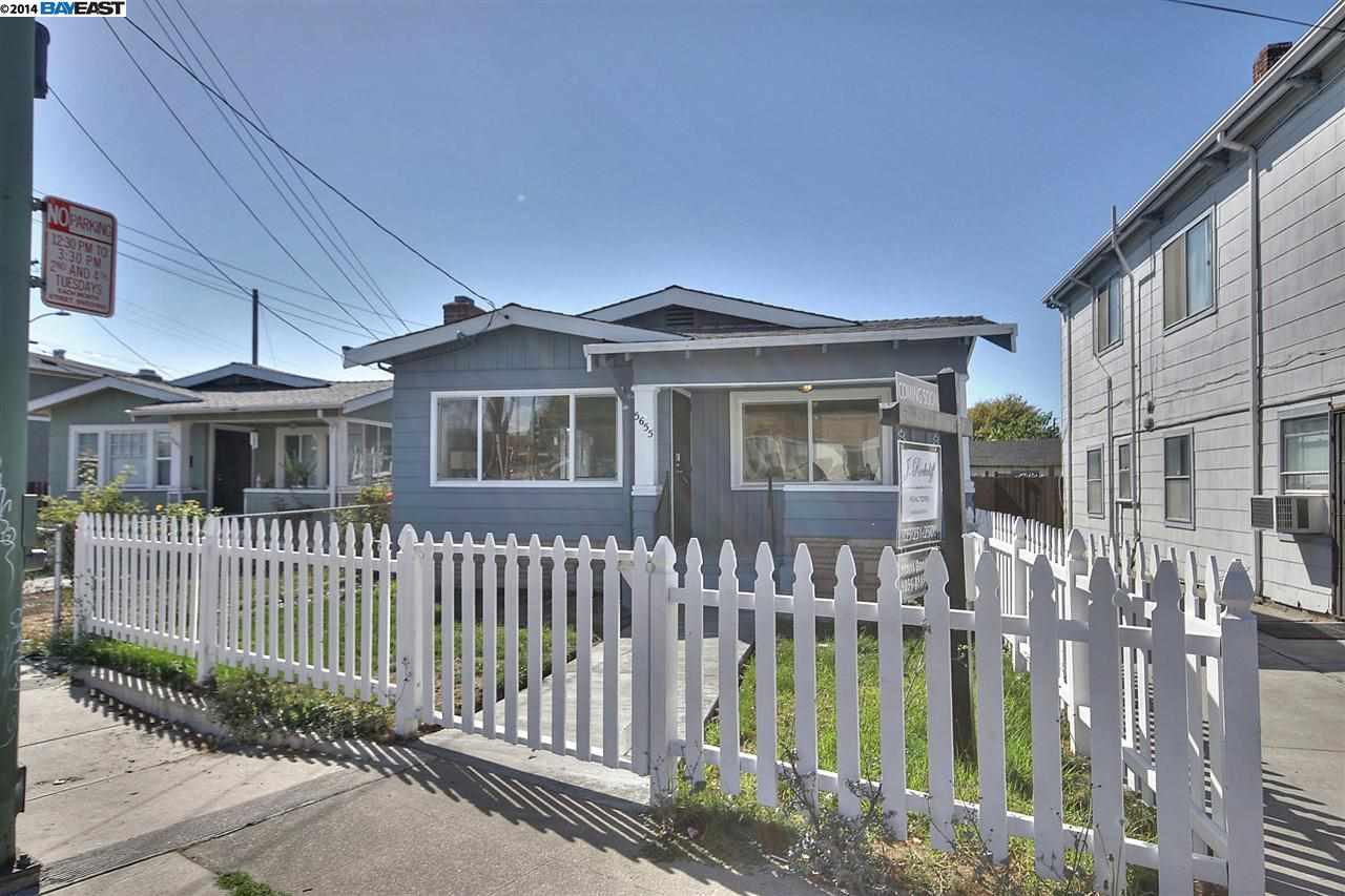 Casa Unifamiliar por un Venta en 5655 ADELINE Street Oakland, California 94608 Estados Unidos