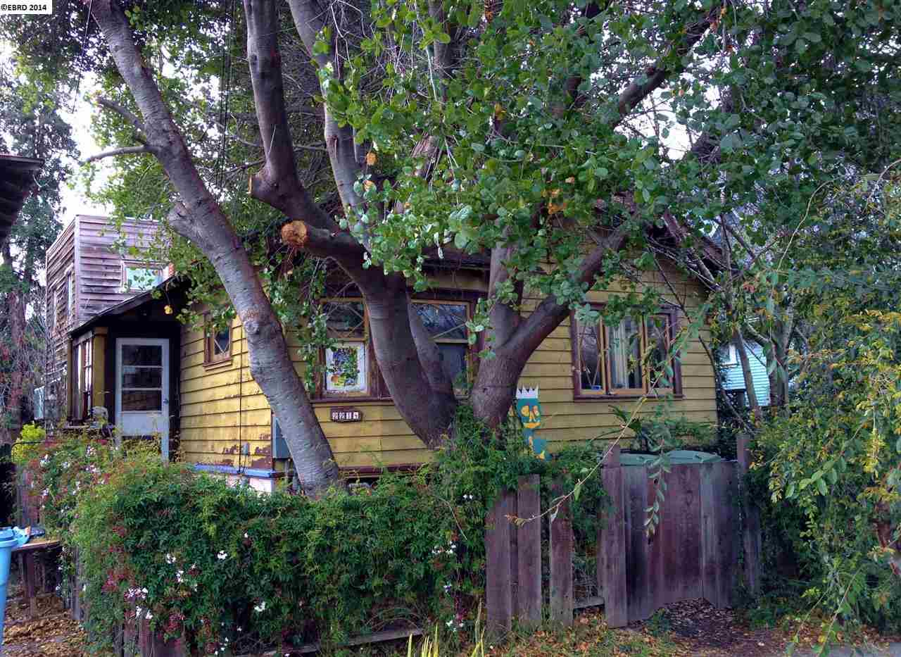 Single Family Home for Sale at 2214 ROOSEVELT Avenue Berkeley, California 94703 United States