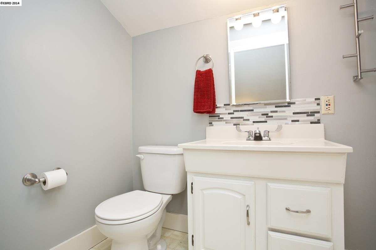 Additional photo for property listing at 5715 FLEMING Avenue  Oakland, 加利福尼亞州 94605 美國