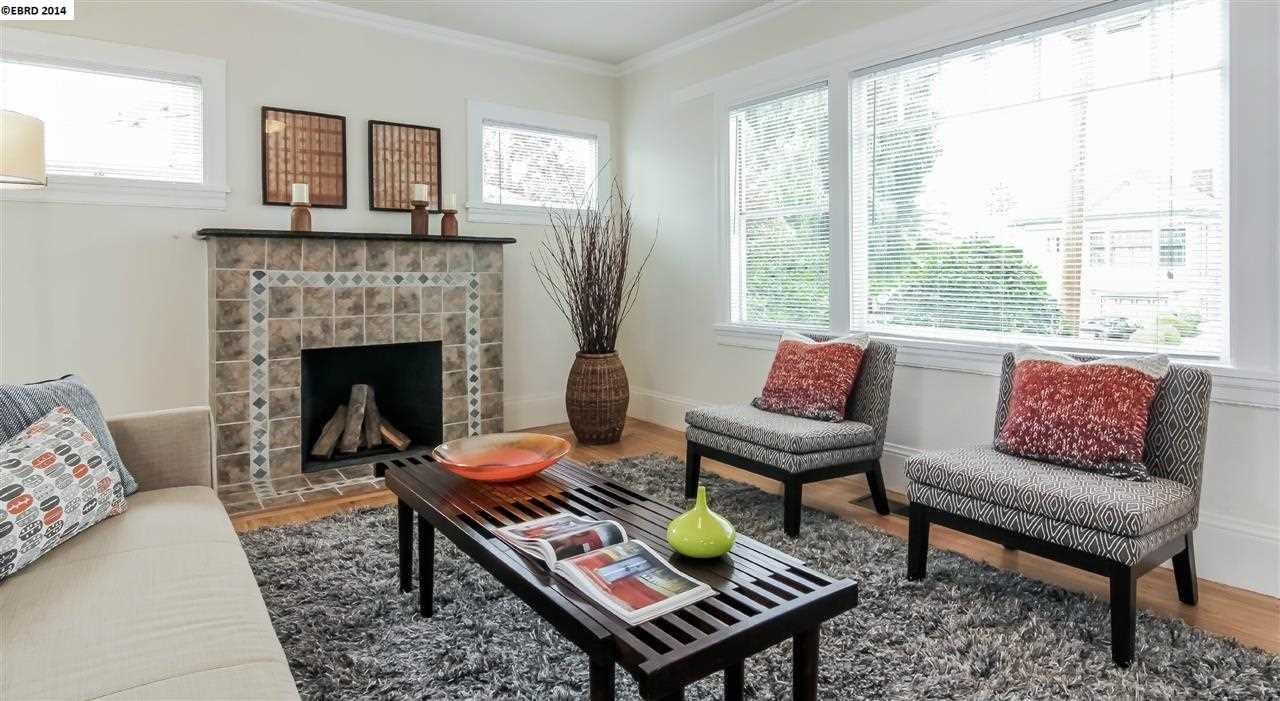 Частный односемейный дом для того Продажа на 889 53rd STREET Oakland, Калифорния 94608 Соединенные Штаты