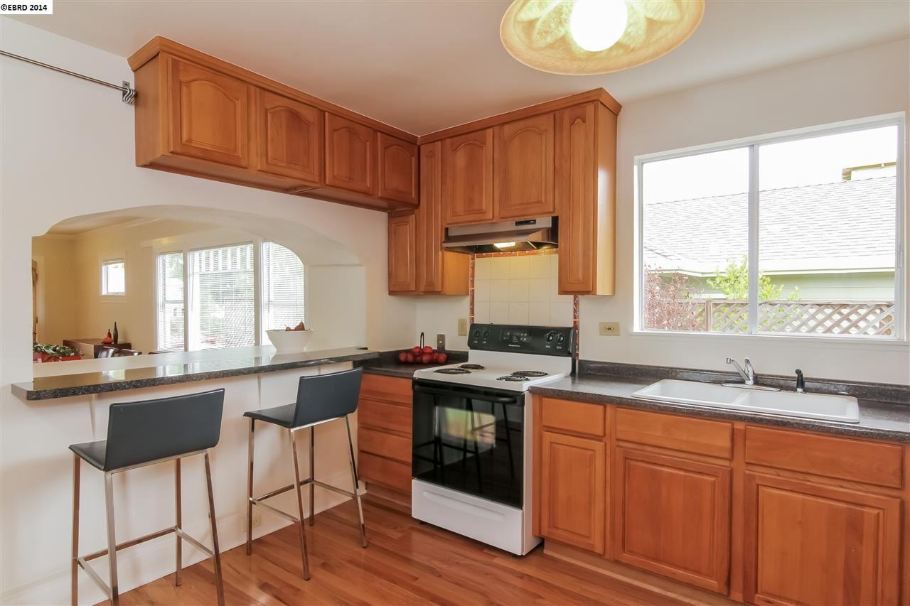 Additional photo for property listing at 889 53rd STREET  Oakland, Калифорния 94608 Соединенные Штаты