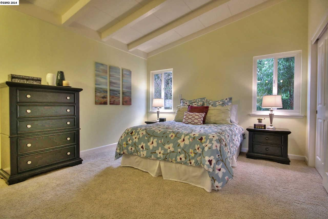 Additional photo for property listing at 7806 Crest Avenue  Oakland, カリフォルニア 94605 アメリカ合衆国