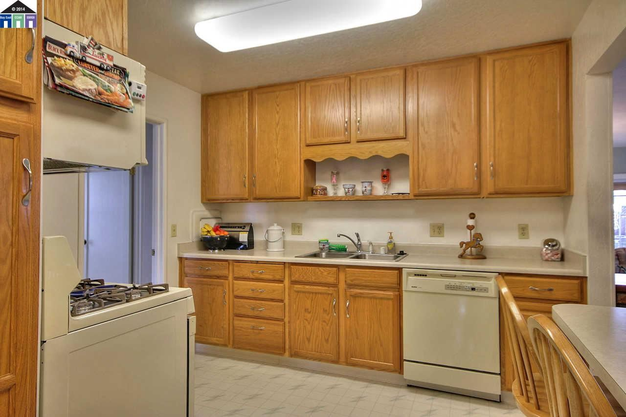 Additional photo for property listing at 19940 Royal Avenue  Hayward, Kalifornien 94541 Vereinigte Staaten