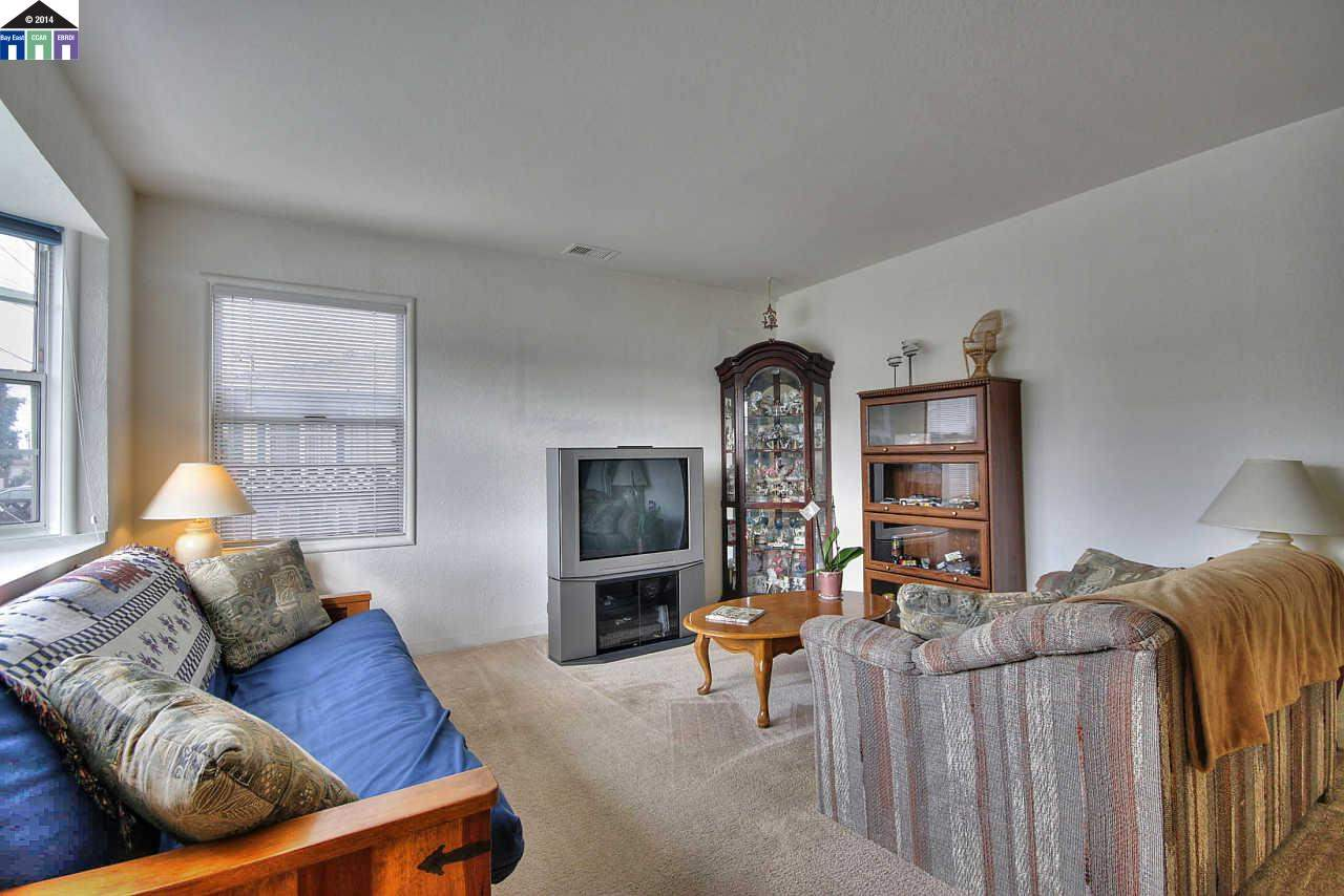 Additional photo for property listing at 19940 Royal Avenue  Hayward, カリフォルニア 94541 アメリカ合衆国