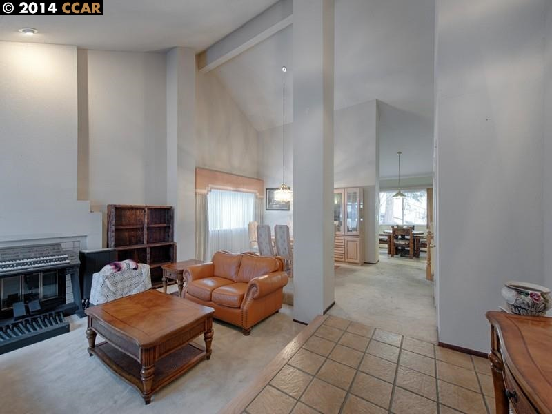 Additional photo for property listing at 110 COSTANZA Drive  Martinez, カリフォルニア 94553 アメリカ合衆国