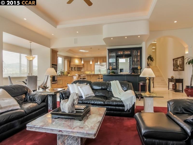 واحد منزل الأسرة للـ Sale في 250 Santiago Lane Danville, California 94526 United States