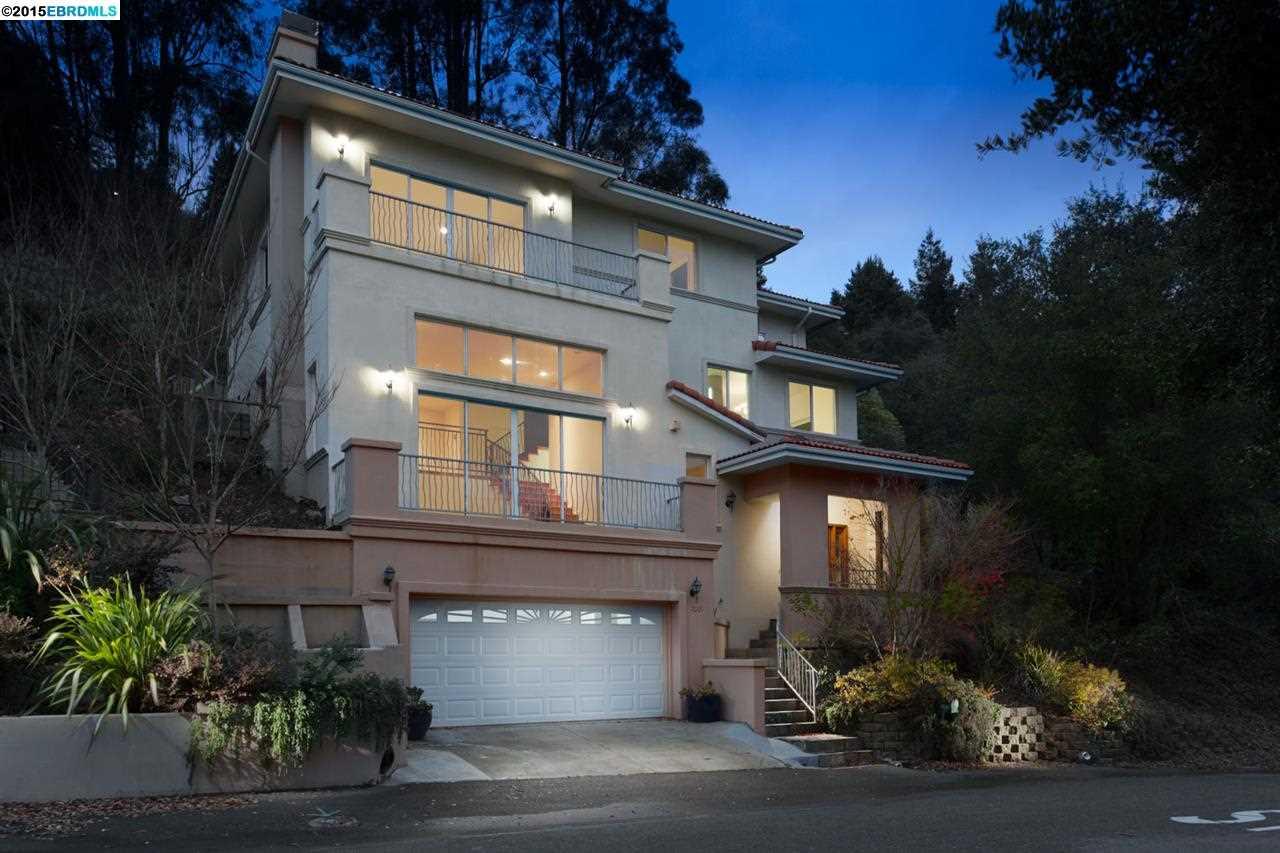 واحد منزل الأسرة للـ Sale في 7001 BUCKINGHAM BLVD Berkeley, California 94705 United States